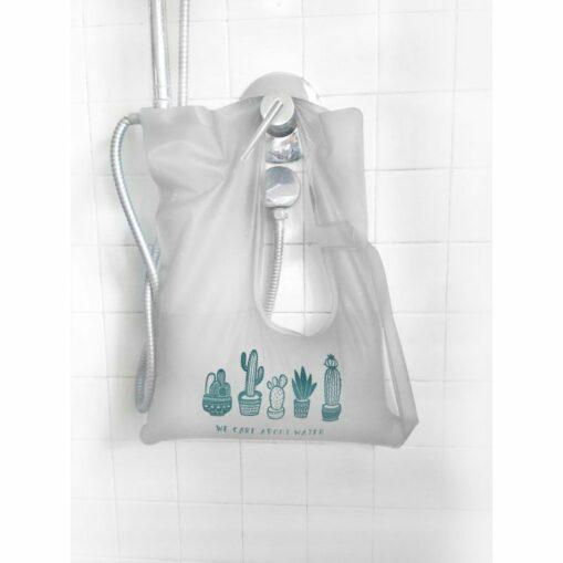 Waterdrop. Bolsa regadera plegable para el aprovechamiento del agua fría de la ducha