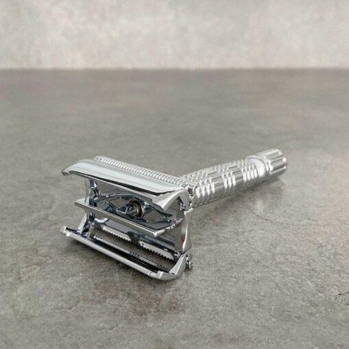 afeitadora clásica reutilizable dde latón con apertura mariposa
